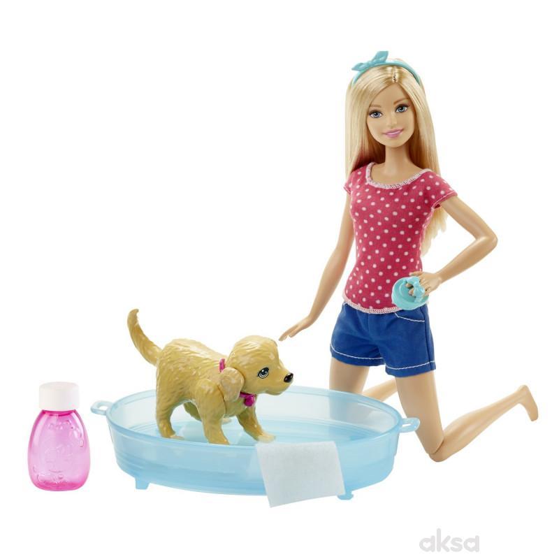 Barbie i kuca u bazenu