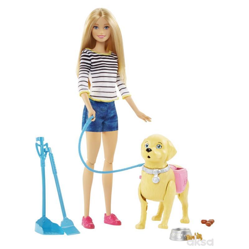 Barbie i kuca u šetnji